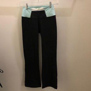 lululemon athletica Pants - Lululemon black & blue crop pant sz 2 71382